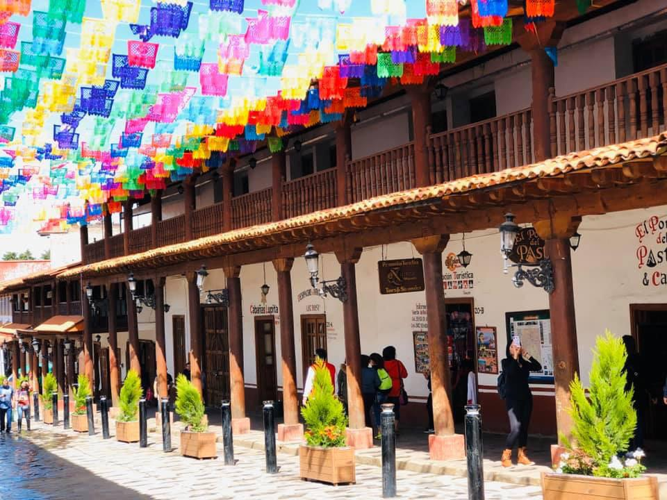 <div class='slider-only'><div class='title'><h2>Festival de las Flores Mazamitla</h2></div><div class='link'><a href='https://esferainmobiliaria.com.mx/casas/cabana-en-venta-en-el-fraccionamiento-la-canada-en-mazamitla-jalisco/' class='highlight-btn-one'>Ver propiedad</a></div></div>