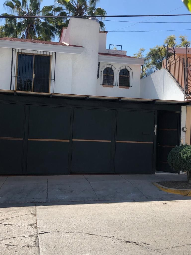 Casa en Renta Para Oficina en Colonia Lomas Altas Zapopan a (Puerta Cerrada)